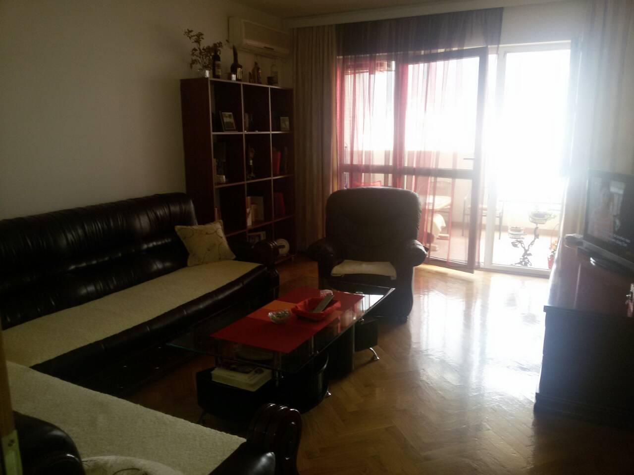 Trosoban stan 104m2 u Baru centar